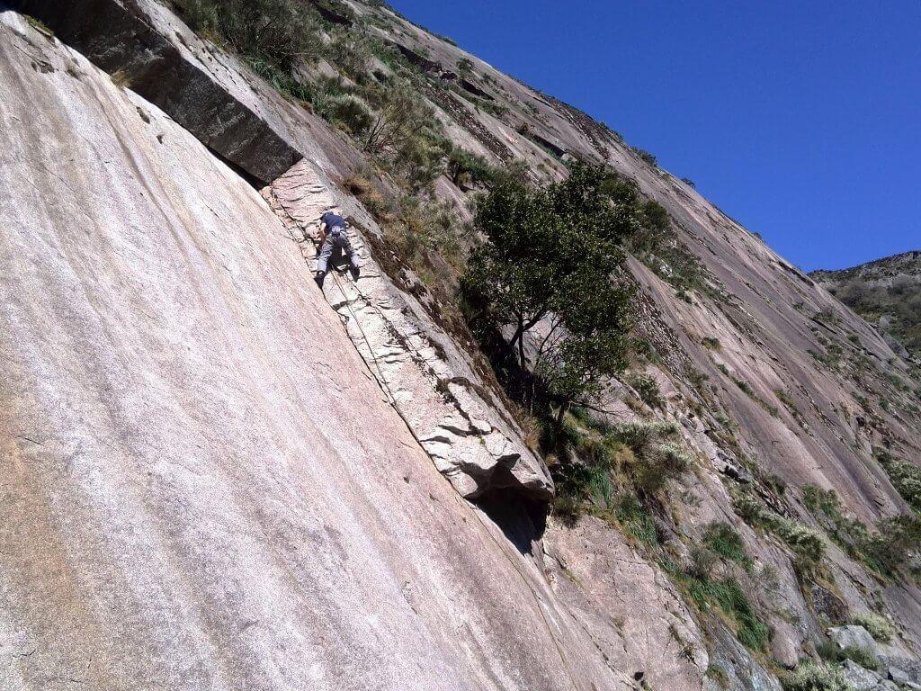 Escalada Sostenible Galicia presenta propuestas para la regulación de la escalada en tres parques naturales gallegos.