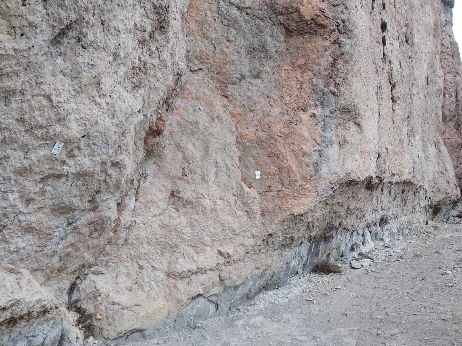 Placas en el sector Juego de Bolos de Cuenca
